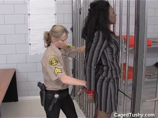 White Woman Cop Getting Tough With Wealthy Black Suspect